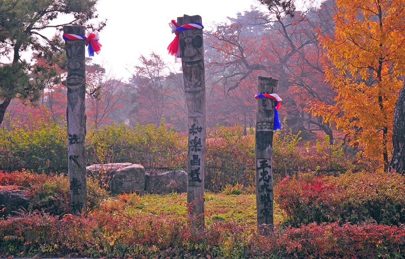 Village Toteum Poles