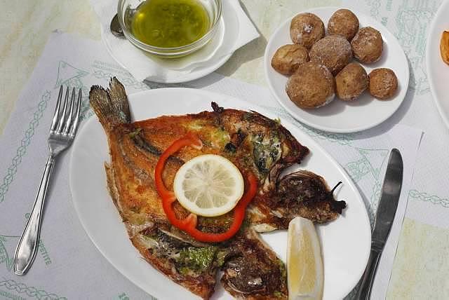 Gilthead seabream, potatoes, papas arrugadas, La Palma, Canary Islands, Spain