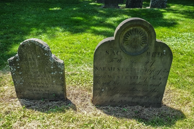 m_More Headstones1800-1551